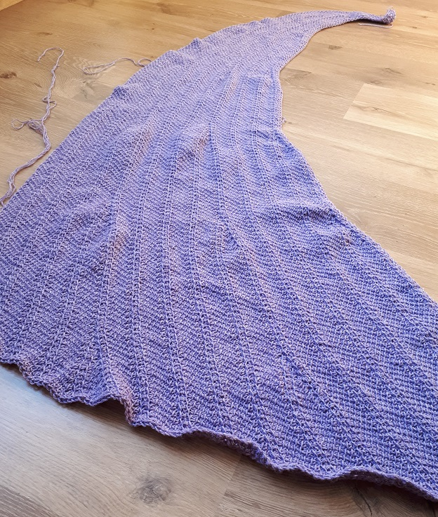 Tunisian crochet shawl before blocking - pattern For intérieur