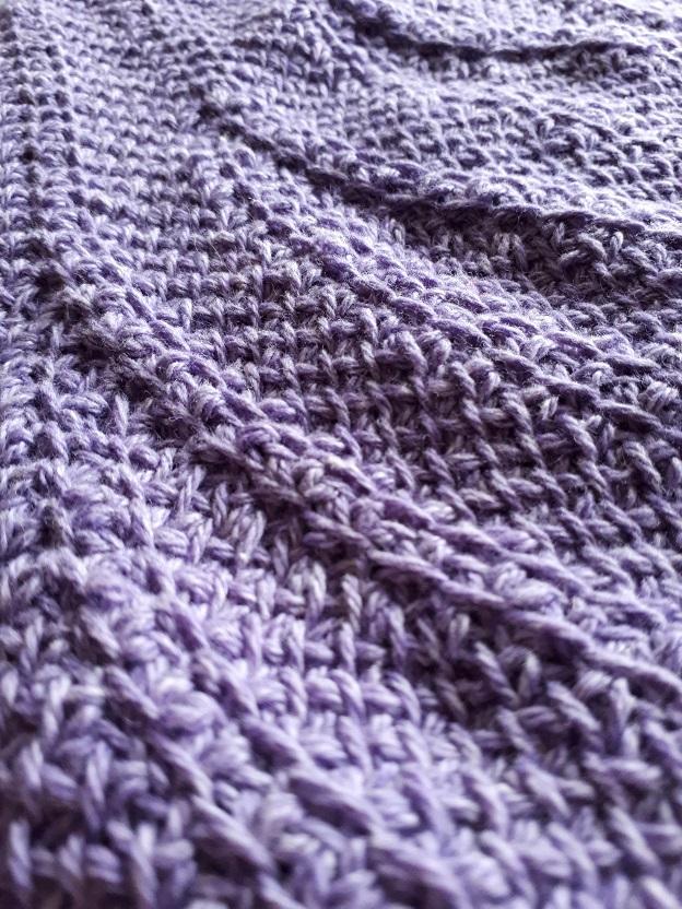 Textured motif of the Tunisian crochet shawl For intérieur (Deep down)