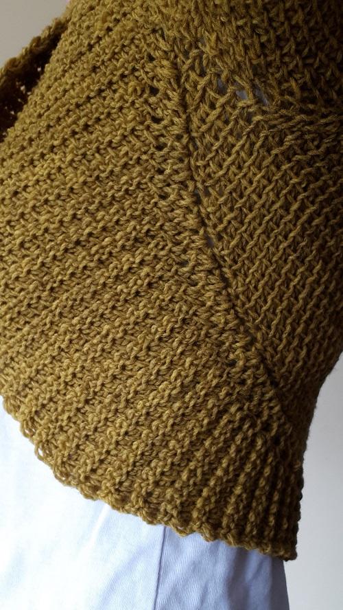 Détails de l'encolure texturée de Vaillance, boléro au crochet tunisien, design Rachel Henri