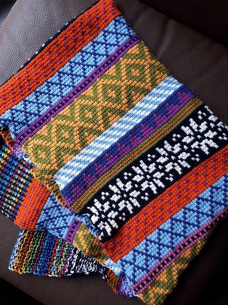 Tunisian Fair Isle scarf, un patron au crochet tunisien de Hayley Joanne Robinson