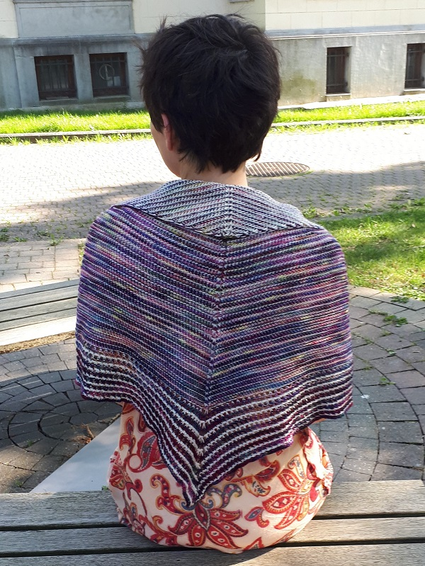 Flip side shawl, un patron de crochet tunisien par Hayley Joanne Robinson