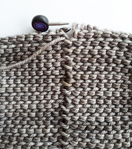 Back side of the simple connecting stitch
